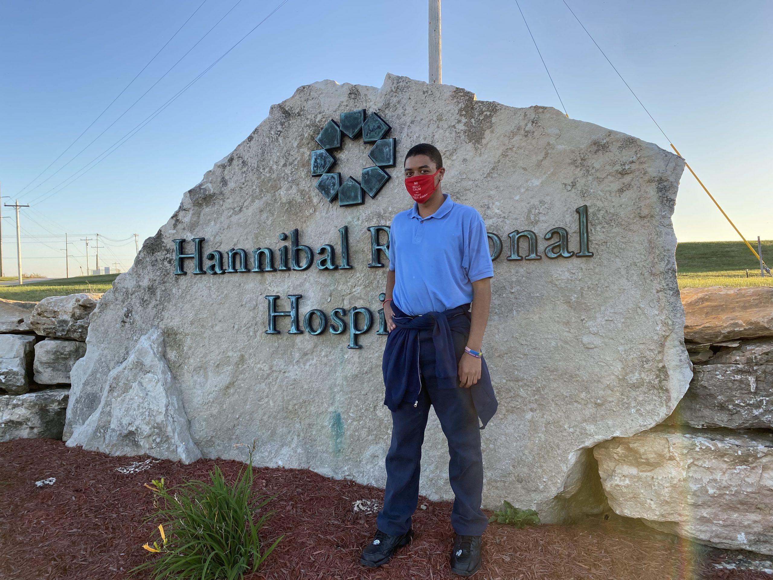 Keshod wearing a mask in front of Hannibal Regional Hospital.